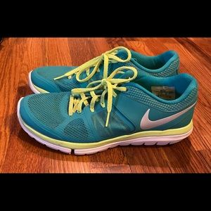 Nike Tribe Running Shoes Green & White